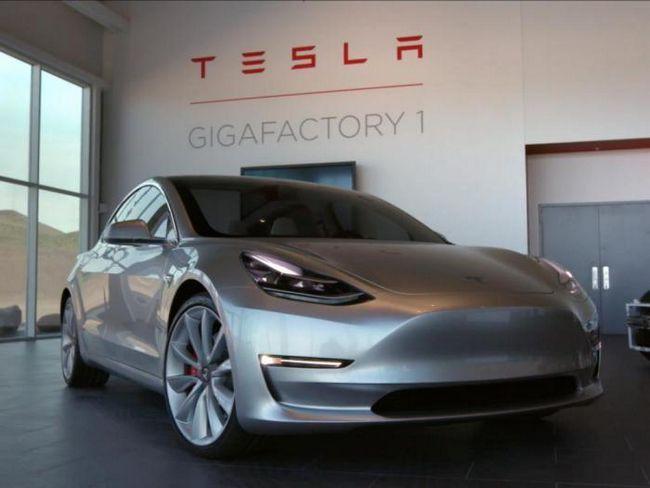 15 Факти за колите Тесла, които почти не знаете