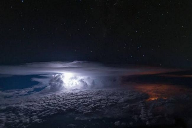 15 Снимки, взети от пилотската кабина на въздухоплавателното средство, от които спиращи дъха