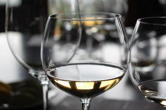 бялото вино е добро и вреди на стомаха