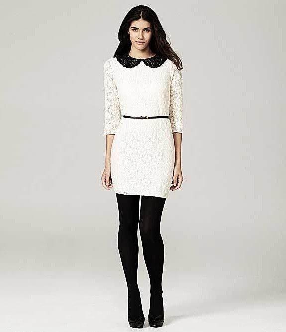 бяла рокля с черна яка