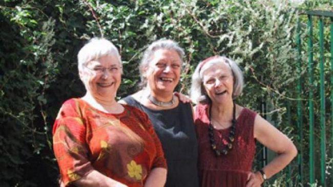 Домът на Babka-Yozhka: алтернатива на старчески домове за феминистки в Париж