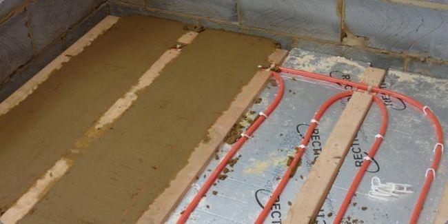 Как да направите суха подова замазка със собствените си ръце?