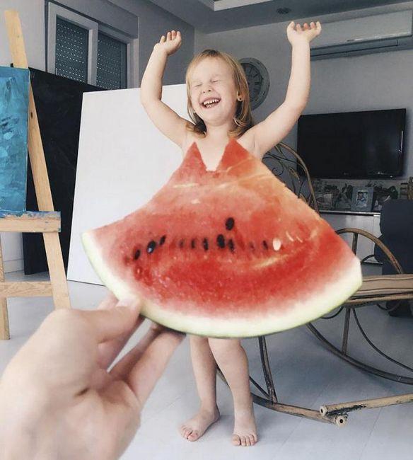 Мама знае как да направи звезда на интернет с помощта на рокли от цветя и плодове