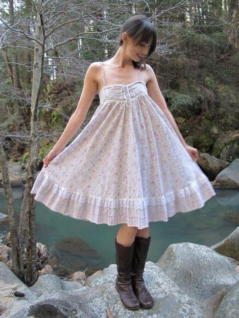 Романтична и женска рокля с пола-слънце