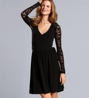 рокля с дантела черна