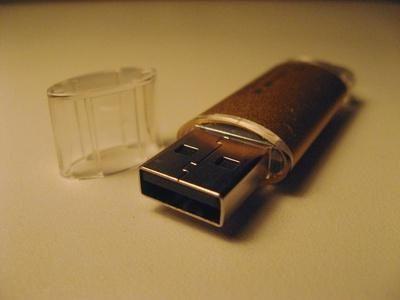 Премахнете защитата от USB флаш устройството - някои предварителни действия