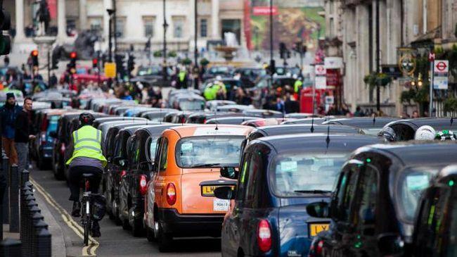 Великобритания ще забрани продажбата на дизелови и бензинови автомобили