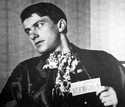 Владимир Маяковски: стихотворения, които са лесни за научаване