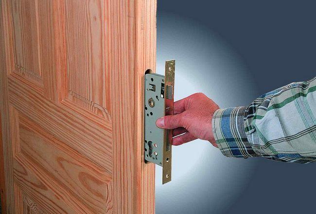 Заключване на ключалката във вътрешната врата със собствените си ръце