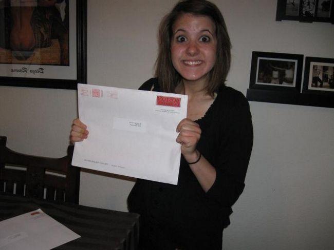 Попълване на плик за пощенска кореспонденция